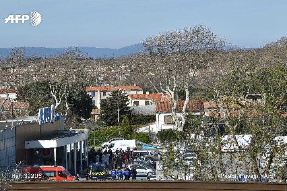 Aude : trois morts dans des attaques revendiquées par l'EI, l'assaillant abattu https://t.co/nLcsU5Ld6H @ptalagrand #AFP