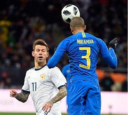 Brasil abre o placar contra Rússia com gol de Miranda; acompanhe https://t.co/O1Vb4neIl3