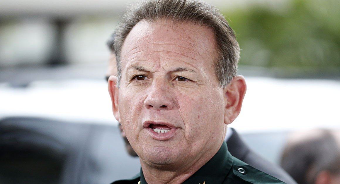A mystery woman accused Broward County Sheriff Scott Israel of impregnating her when she was 17 and forcing her to get an abortion. But all of it was a lie. https://t.co/YxE3A1VrmU via @MarcACaputo