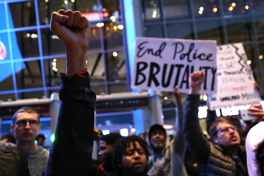 Protesters in Sacramento blocked an NBA game over the police killing of #StephonClark: https://t.co/Nine6qpsZu