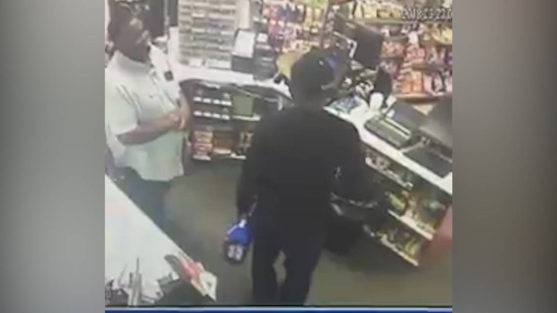 Gas station employee smiles as he gets robbed https://t.co/xN0rhMrH4I
