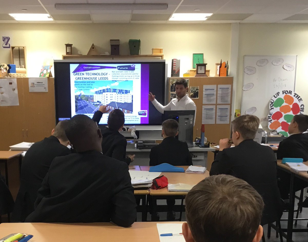 Huge thanks to the team @Aspireigen for a fab session on #CareersInConstruction in @LeedsCityRegion. Year 7s loved the drones and VR headsets and learned about the amazing jobs using new technology. #FutureJobs