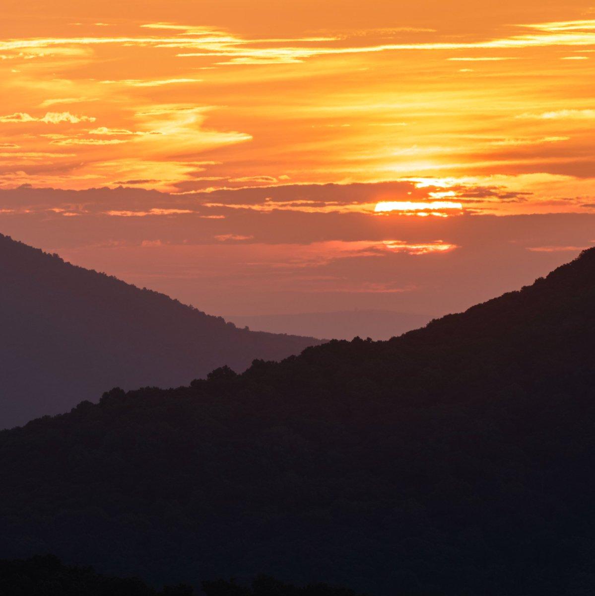 Say hello to the #sunrise @ShenandoahNPS #Virginia