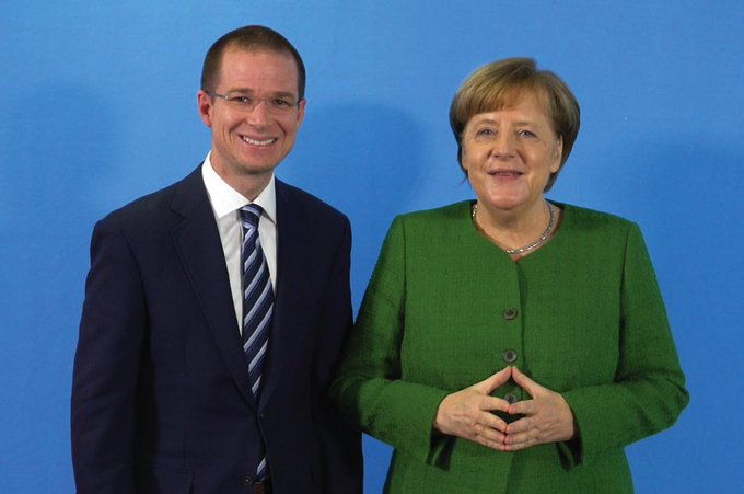 #Merkel twitter.