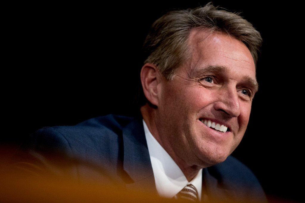 Arizona Republican Sen. Jeff Flake is considering challenging President Trump for the GOP nomination in 2020, or running as an independent. https://t.co/U3TZIrYJPc