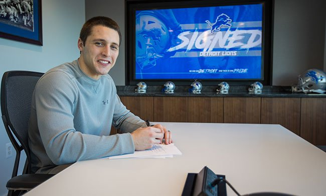 Lions re-sign RB Zach Zenner: https://t....