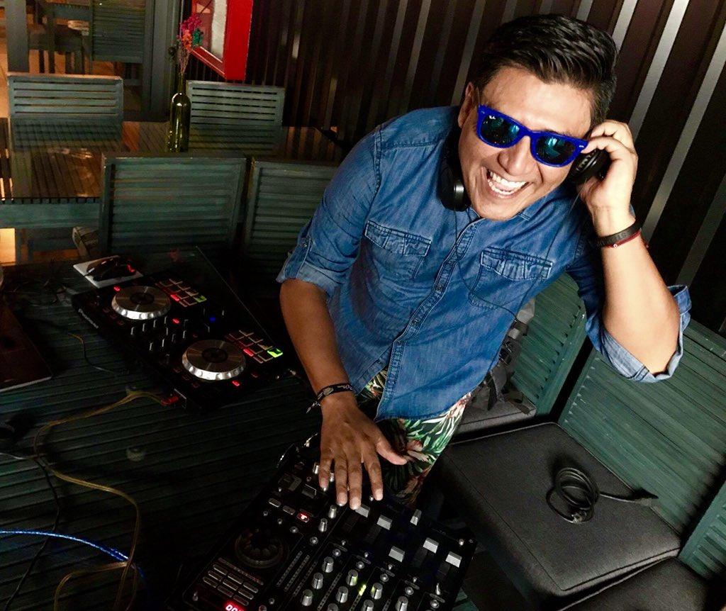 En Mood #DJMB ya suena #Megamix80sInglés...