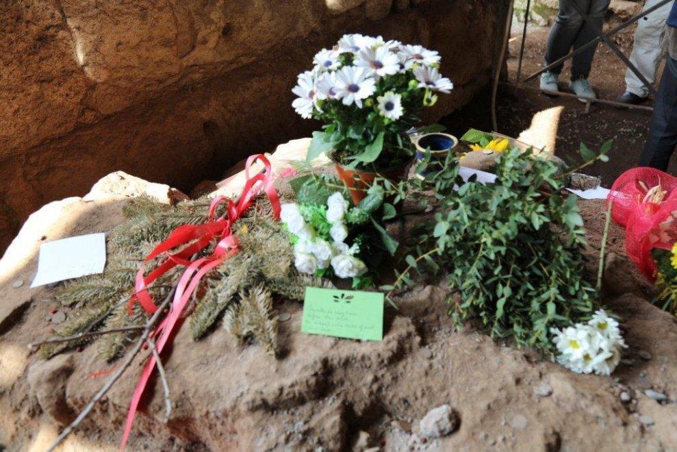 Han pasado 2062 años y en #Roma siguen rindiendo tributo al gran Julio César en el aniversario de su muerte  roma.repubblica.it/cronaca/2016/0…