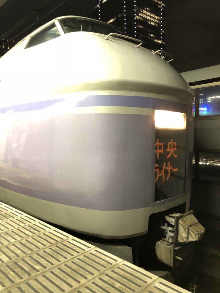 E351系中央ライナー7号 東京駅入線しました! 駅員さん方の整理により特に混乱...
