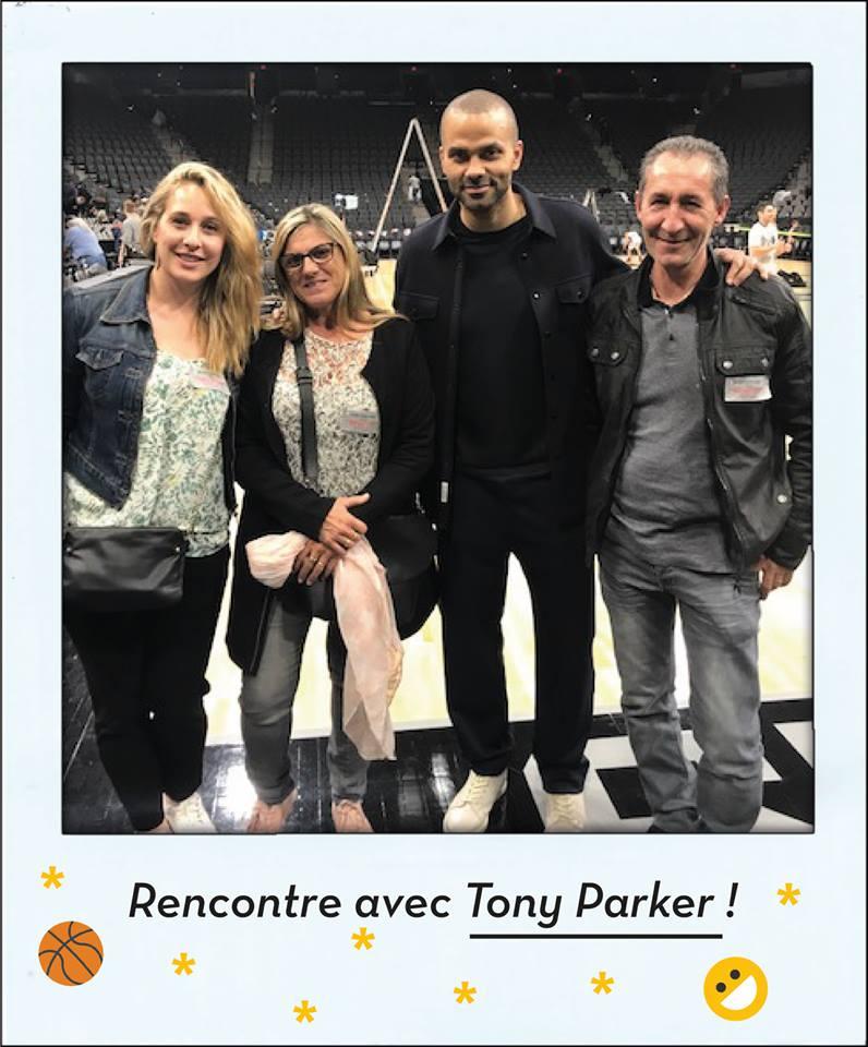 Dans le cadre de notre partenariat avec le @GroupeAdequat, Céline (Adéquat Toulon) et son client sont actuellement à San Antonio pour 3 jours de folie... A commencer par un match des @spurs et une rencontre avec @tonyparker ! 🏀✨