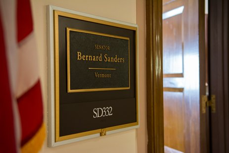 Today is the last day to apply for summer internships with Senator Sanders in his Burlington and Washington, DC offices. See here for more information: https://t.co/EPSZUJsFvB