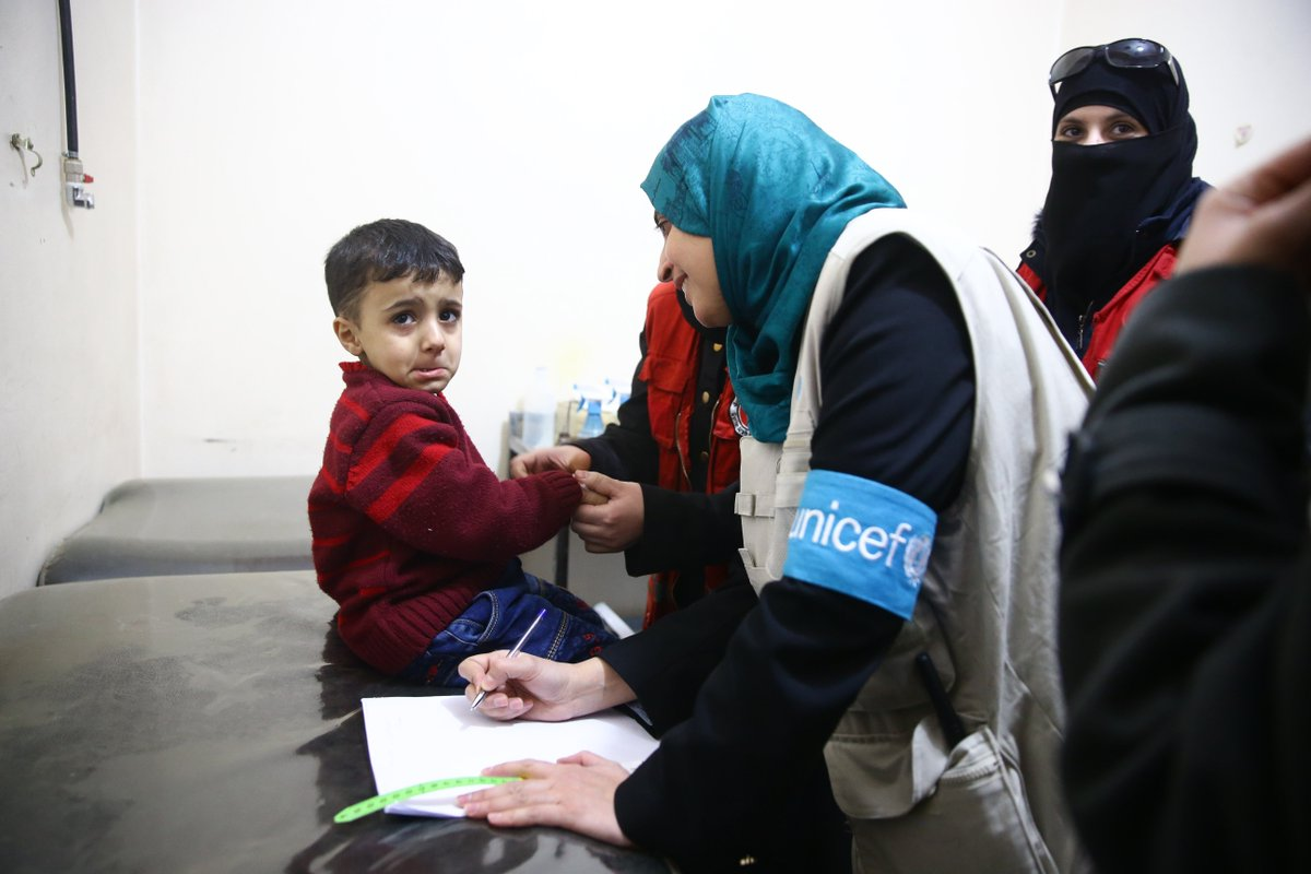 Children showed clear signs of malnutrition. Most of the very young children were also Vitamin D deficient and cannot walk properly. UNICEF is providing support for children and families fleeing #EasternGhouta #ChildrenUnderAttack unicef.org/media/media_10…