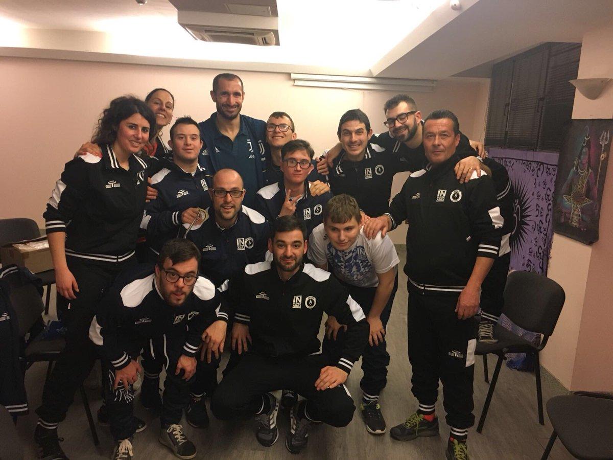 Questa sera in ritiro mi è venuta a trovare una squadra speciale, una squadra #insuperabile! Grazie all'Academy @asdtotalsport di Chioggia!