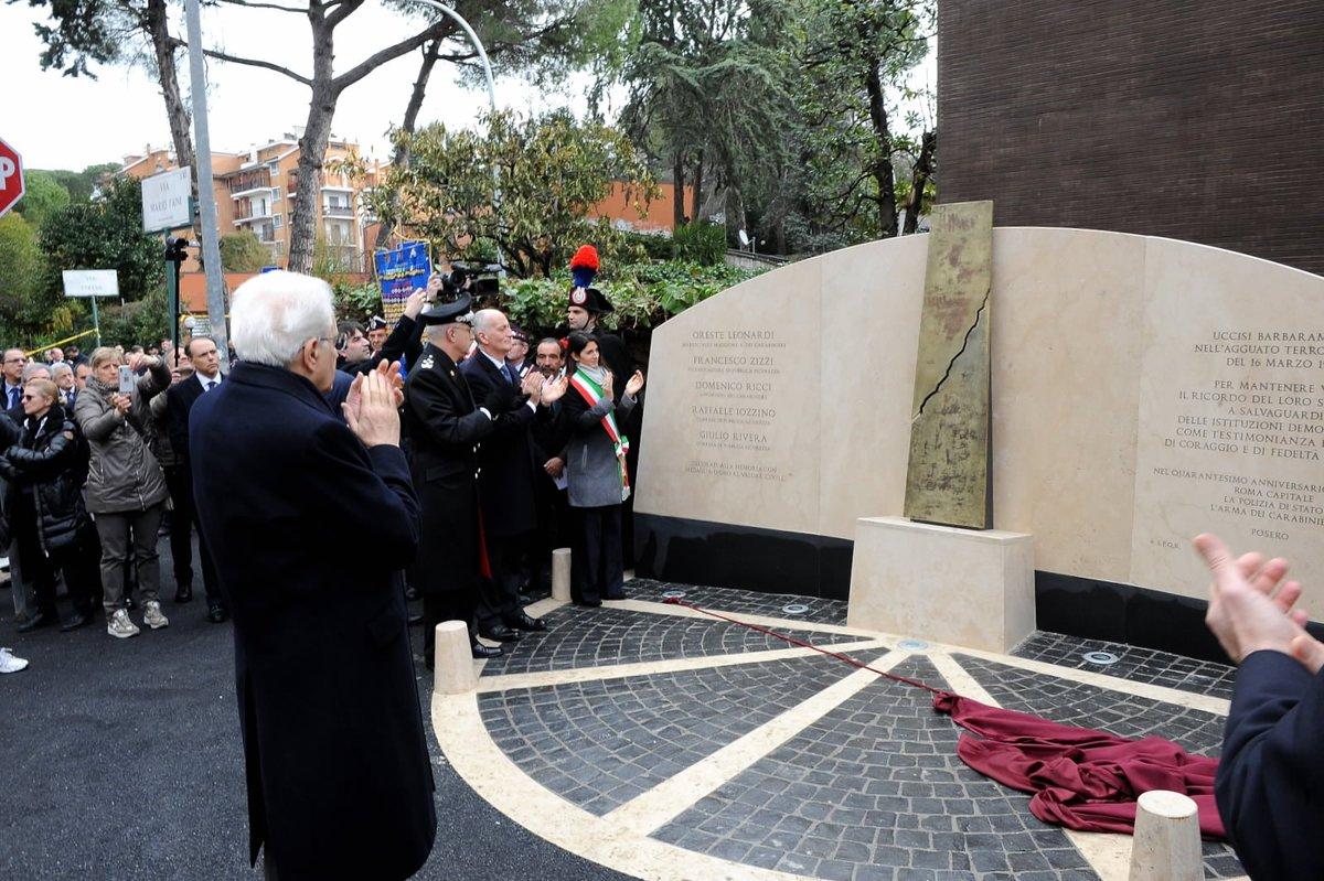 Lanno in cui è stato rapito e ucciso Aldo Moro ha segnato uno spartiacque netto per l'Italia. Chi non cera, ha il dovere di sapere. Se non ricordiamo quali eventi hanno segnato il nostro Paese rischiamo di non sapere più chi siamo e dove dobbiamo andare: goo.gl/VuhSiS
