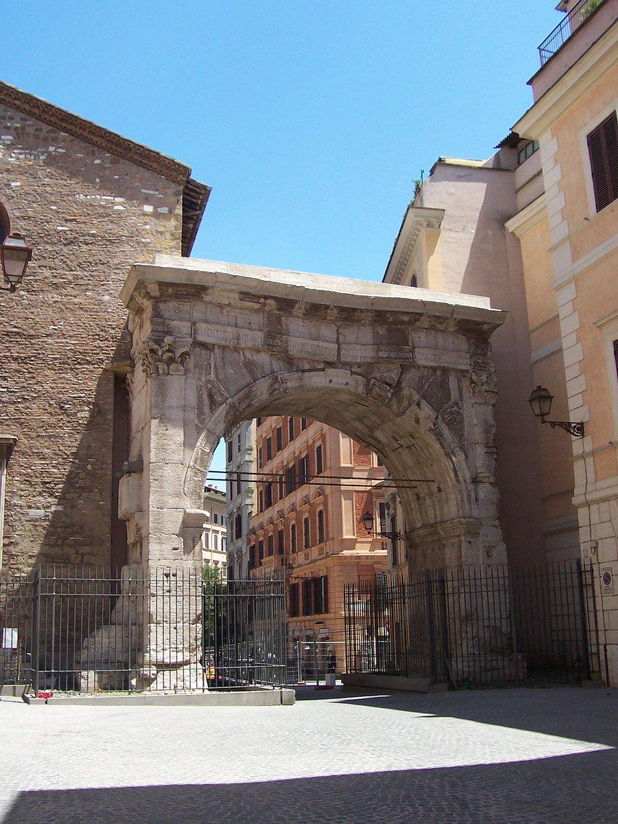 facebook.com/gianlucaguidat… Arco di #Gallieno in zona #Esquilino, testimone silente del III secolo d.C., uno dei periodi più complessi di #Roma antica... #romeisus #Rome @Capitolivm @Florian_Vienna @VisitRoma @ESPLORAROMA @RomaCuriosa