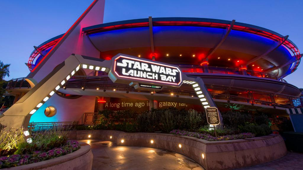 Prepare for May the Fourth this year with @Disneyland's Star Wars Nite. https://t.co/8oaP6wrP2J https://t.co/L5WeKCeSvR