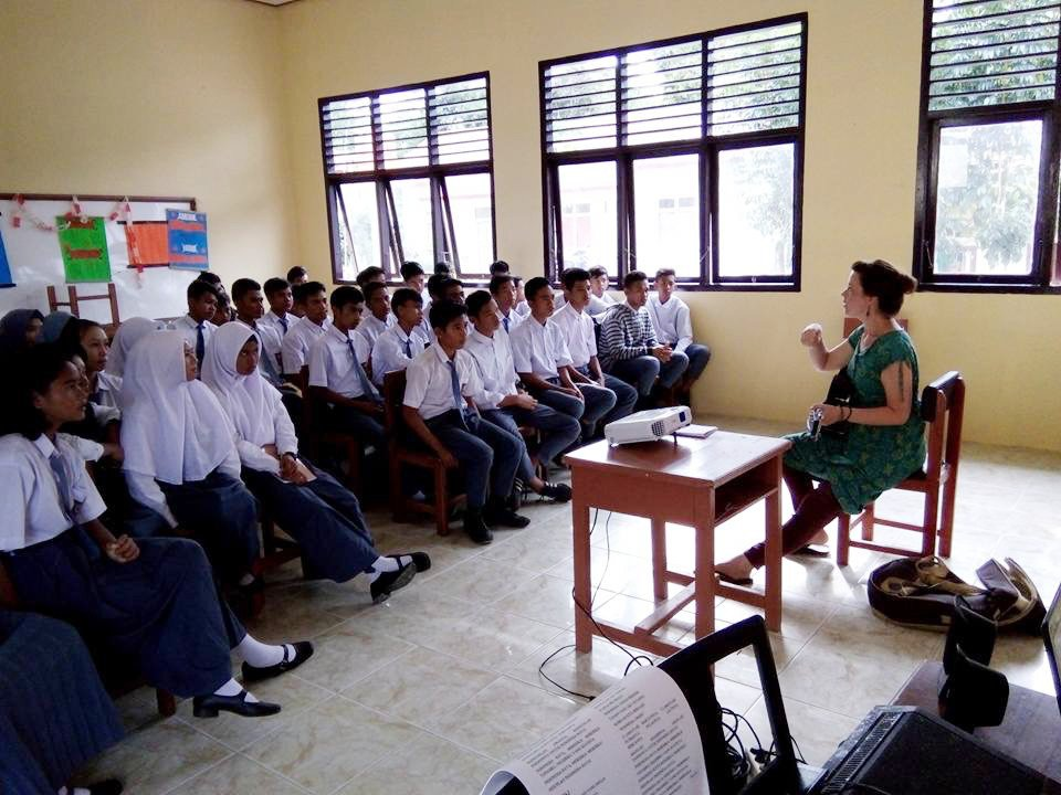 Hannah Standiford picked up her first guitar at age 13 and music has played an integral role in her life ever since. Today, she documents a traditional string music style called keroncong  as a #Fulbright U.S. Student in Indonesia. bit.ly/2p8iykS