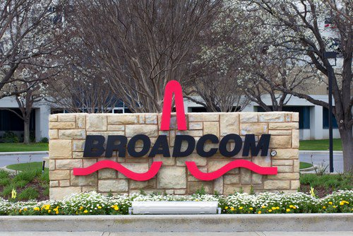 """.@Broadcom chief expects 'larger than typical seasonal decline"""" in #wireless #revenue in fiscal Q2: CFO talks #acquisition strategy https://t.co/RYbr4BYsDL"""