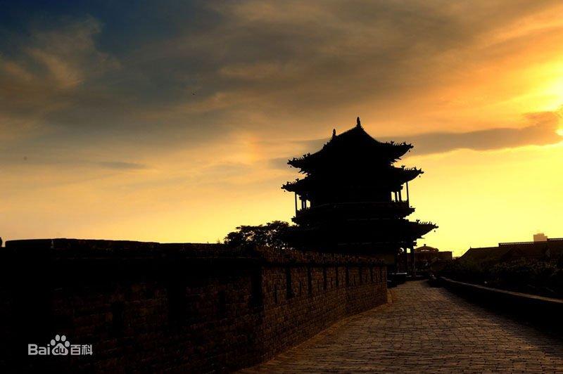 【平遥古城】 山西省中平遥県に位置する城郭都市 最も保存状態の良い中国式城郭の一つ。明清代の各地の典型的な県城の様式をよく残しており、また旧市街地もよく残されており、近代以前の中国の伝統的な都市計画の姿を現代に伝えている