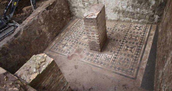 【RT400UP】 1900年前のローマ軍司令官の遺体が現代のローマ地下鉄で発見される(イタリア) https://t.co/CdBEOQIUyF