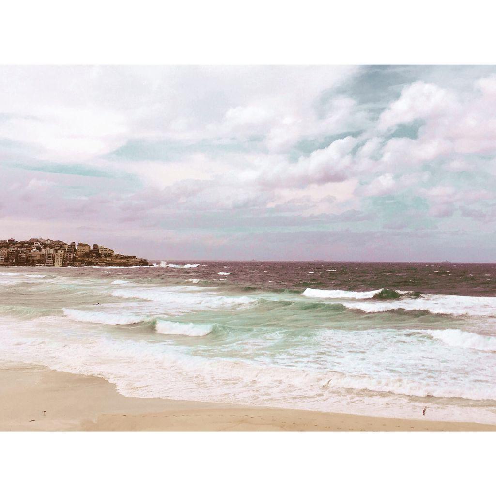 Autumn in Sydney. Sydney by the beach. #...