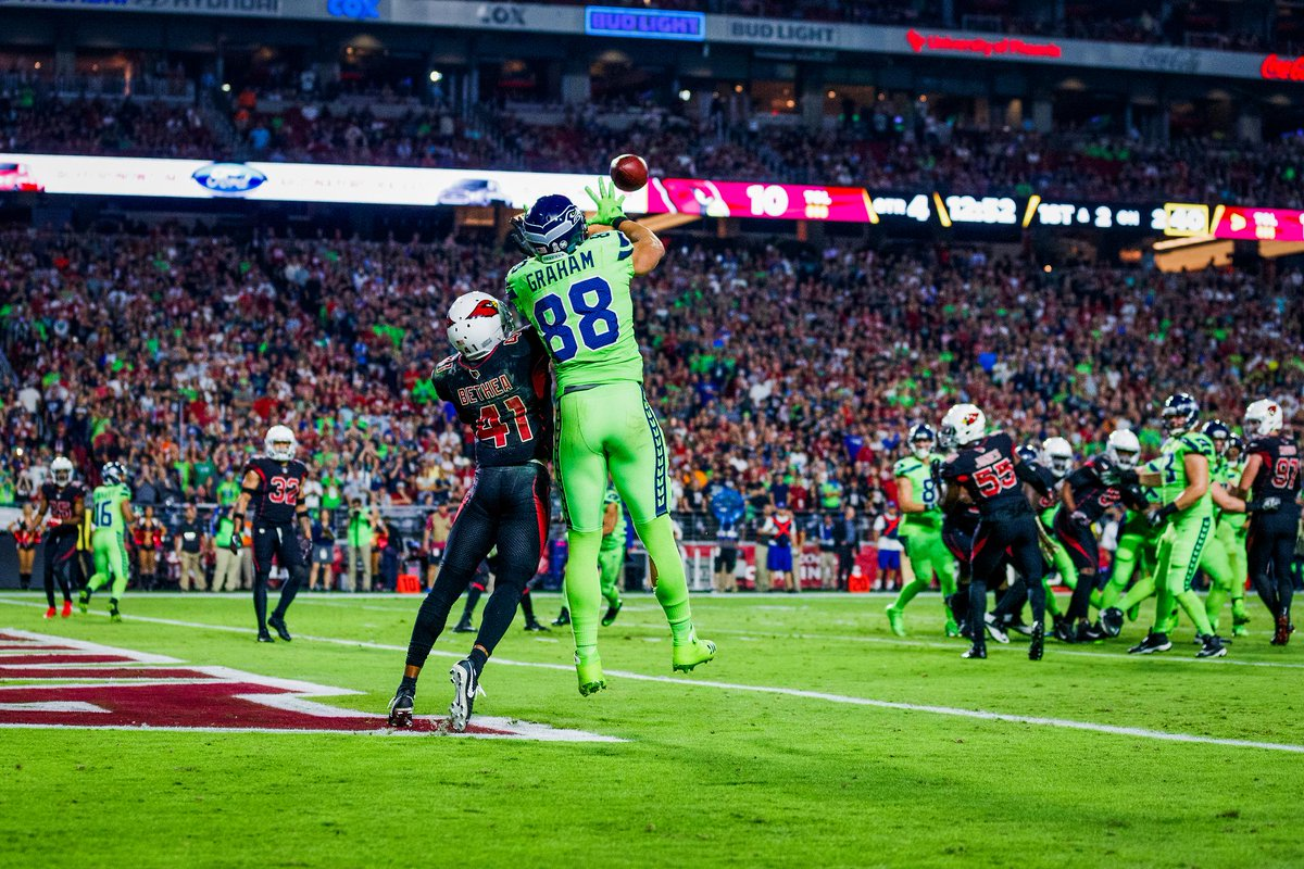 Over eight NFL seasons, @TheJimmyGraham has registered 556 receptions for 6,800 yards (12.2 avg.) and 69 touchdowns (No. 4 in NFL history among tight ends).  Check out his photos 📸: pckrs.com/sb469