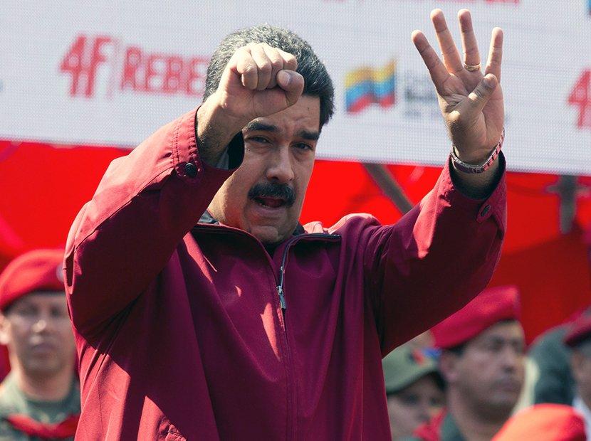 """""""Ya no hay duda de que es colombiano"""": Pastrana mostró fe de bautismo de Maduro https://t.co/jgvUJ8WYOT"""