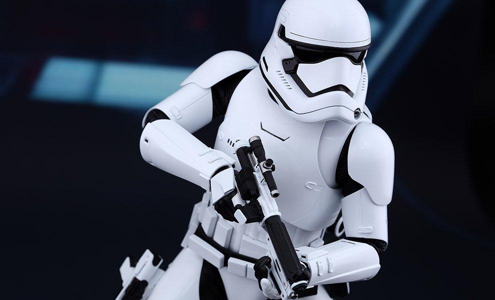 Stormtrooper crucificado gera polêmica e...