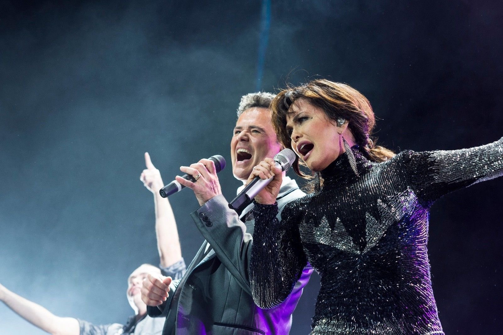 Keep an eye out for exciting #DonnyandMarie touring news to be announced this Monday! https://t.co/i6jenTrIUC