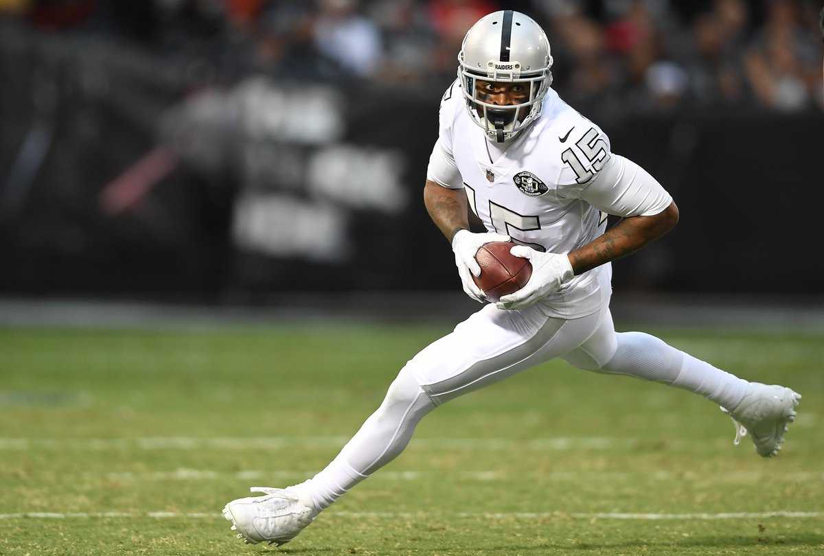 Michael Crabtree agrees to three-year de...