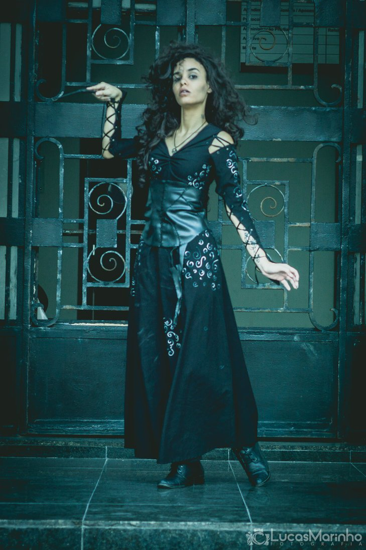 Looking for #cosplay ideas? We suggest attending your next #con dressed as the one and only Bellatrix Lestrange Cosplay by FLovett mugglenet.com/2015/04/7-reas…