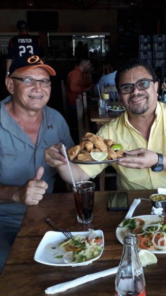 Rumbo a Maracaibo. Comiendo guabina frita, en Arenales,estado Lara https://t.co/OPL2GRaYVk