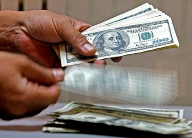 'Correos humanos' traen dólares de mexic...