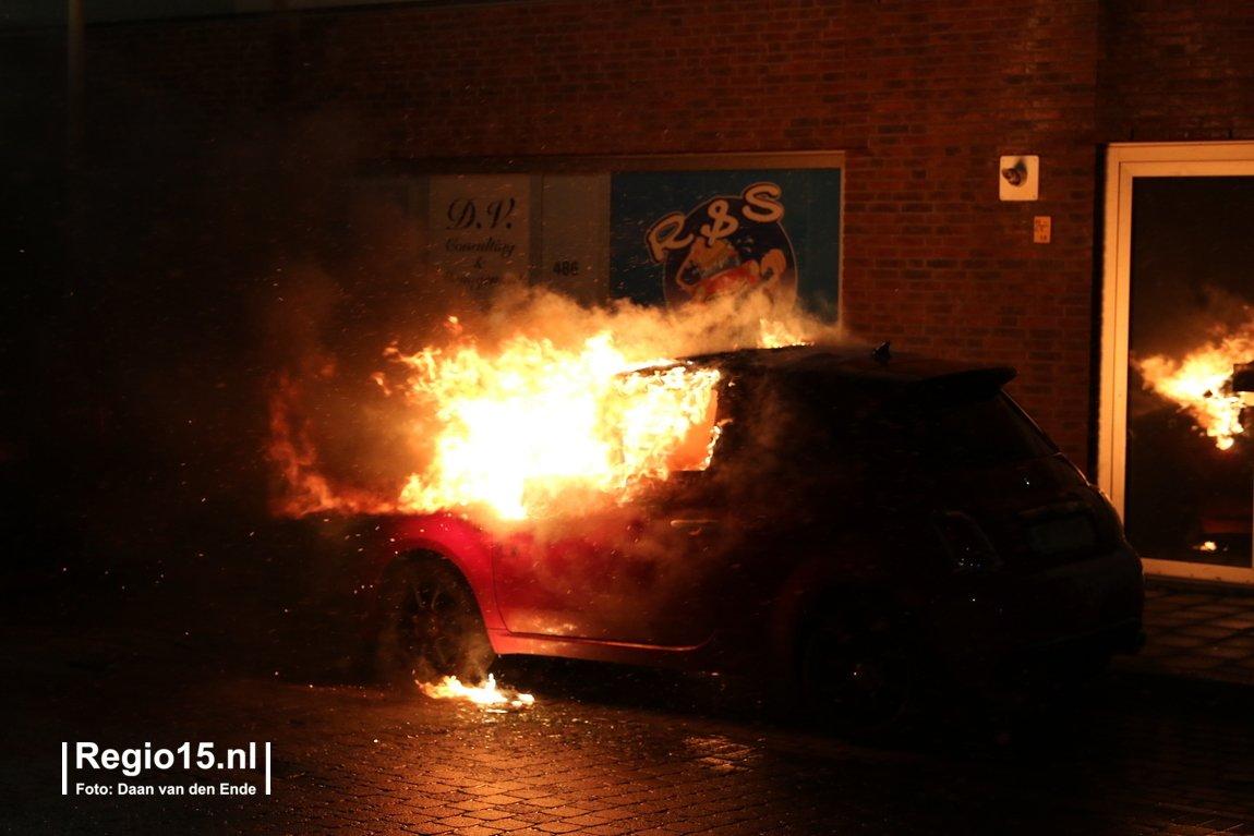 test Twitter Media - Nu online: Geparkeerde auto aan de #LauMazirellaan in #DenHaag in brand gestoken https://t.co/Jkwlowvl5R https://t.co/h9EASLR4pF