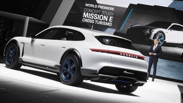 """Porsche investiert Milliarden in die Elektromobilität – """"Aber wir richten uns nicht nach Tesla aus"""" https://t.co/rpYH81K1Qq #PFWI #Wirtschaft DE"""