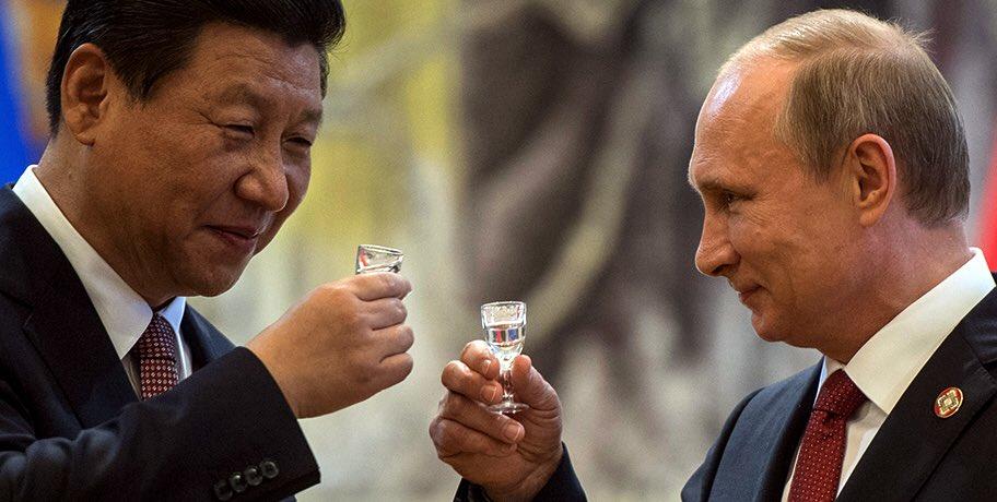 «От души желаю вам, дорогой друг, крепкого здоровья, благополучия и новых успехов в столь ответственной деятельности во главе государства»: Путин поздравил Си Цзинпина с переизбранием, назвав дорогим другом