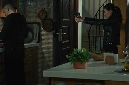 Selda, Hızır'a silah çeker. #Edho https:...