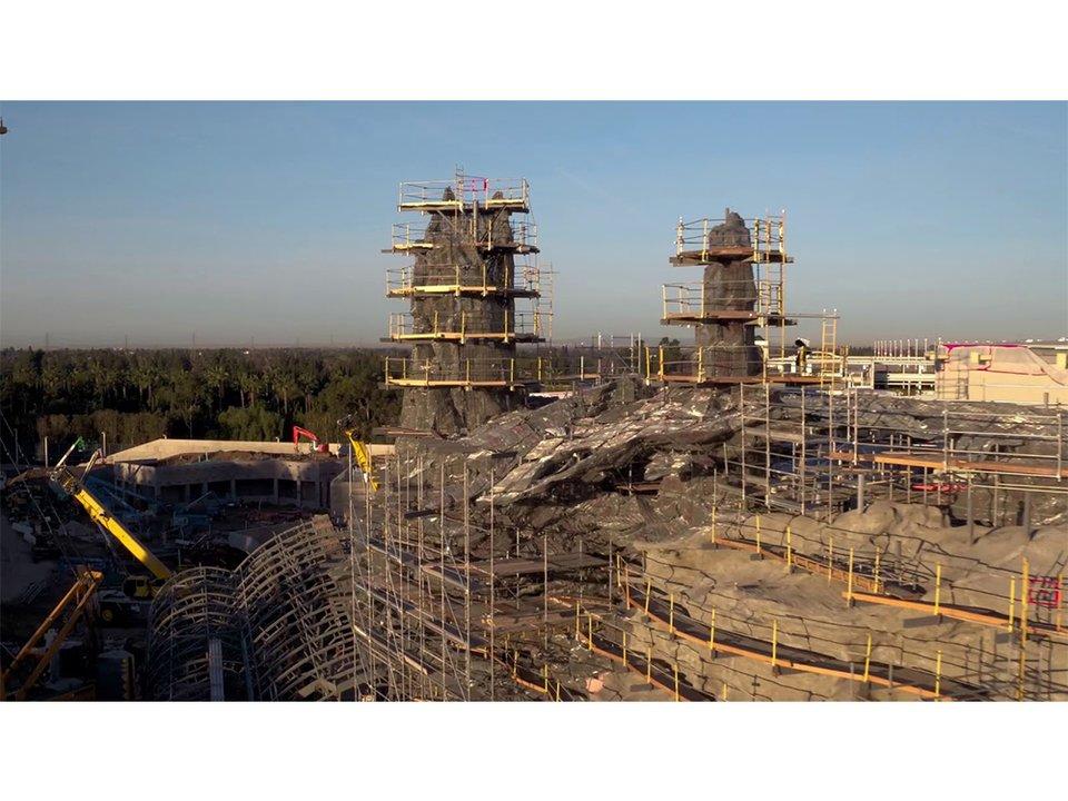 かなりの規模感。米ディズニーランドに作られている『スター・ウォーズ』テーマランドの建設中の動画 #動画 #映画 #スターウォーズ #エンターテインメント #海外 https://t.co/Ke1zi7cgIM