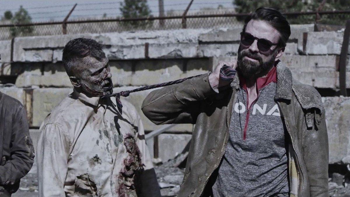 A tiros con el presidente zombi a cuesta...
