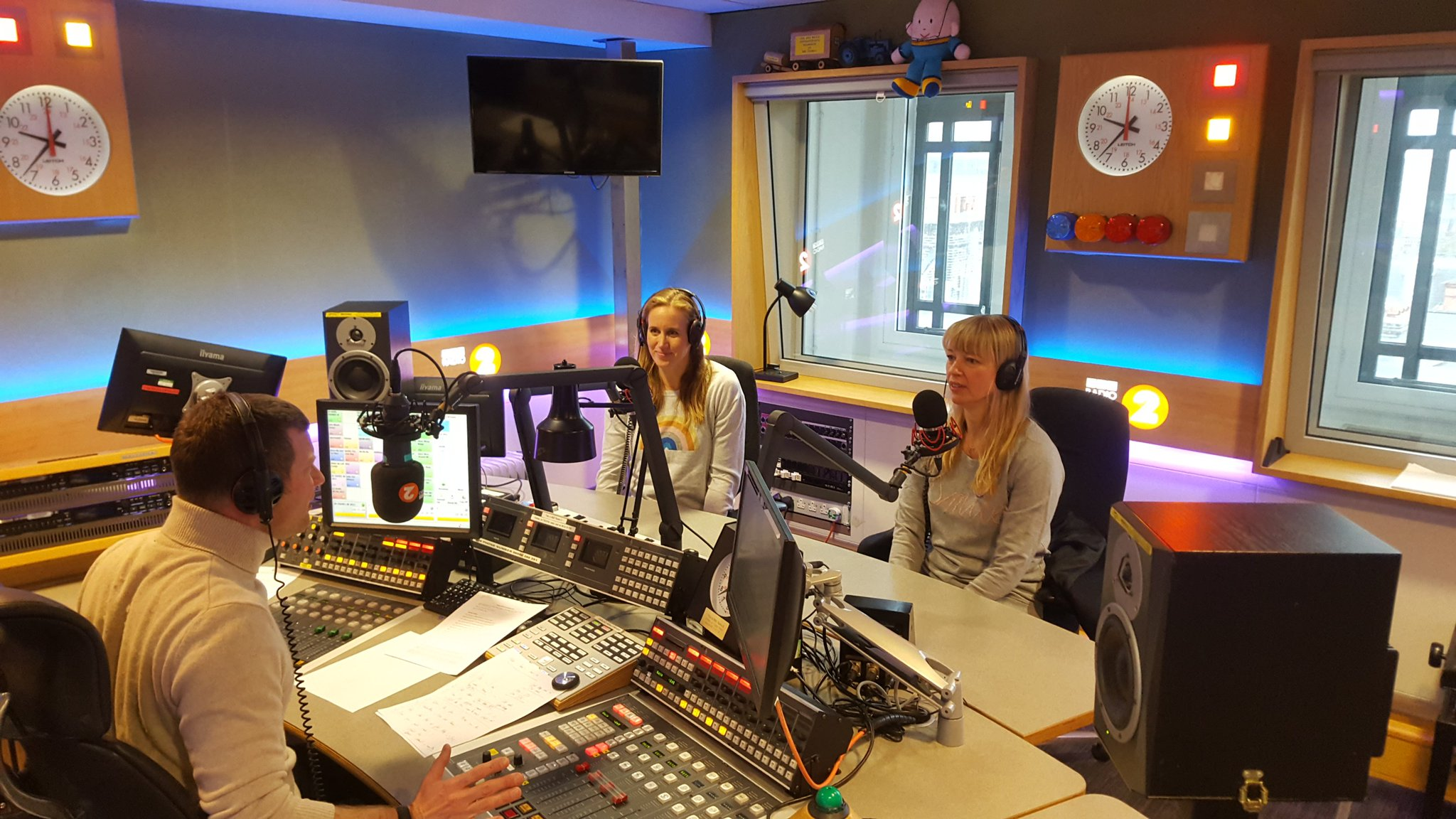 HQ: @Helenglovergb and @sarajcox on @BBCRadio2 right now talking Sports Relief Rowing challenge https://t.co/mRffi8zE3R