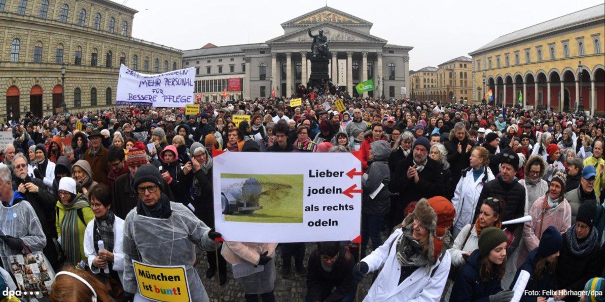 Ärzte-Song «Schrei nach Liebe» aus Hunderten Kehlen: 35 Chöre singen in München gegen Pegida via @AZ_Augsburg https://t.co/7LVhWFeW8Z (mda)