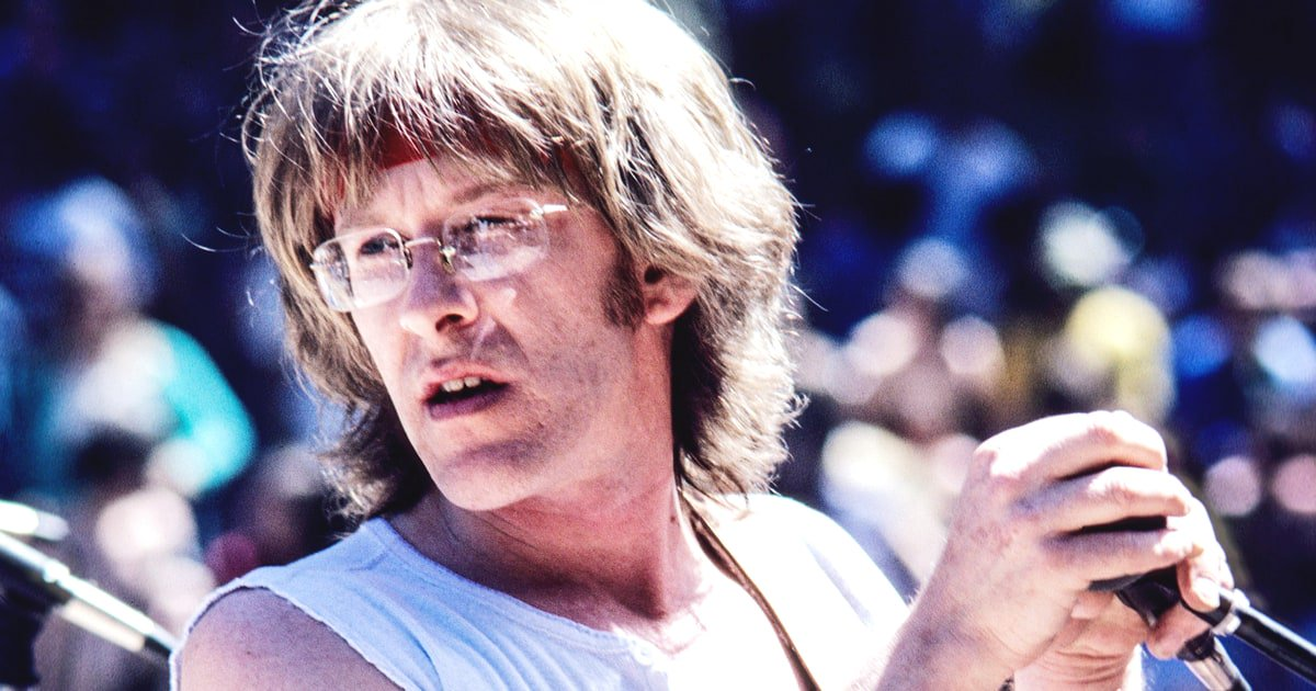 Paul Kantner was born 77 years ago today. Check out 10 of the Jefferson Airplane co-founder's trippiest lyrics https://t.co/dI9hoehoIP
