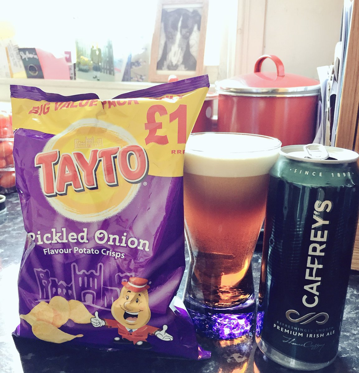 Rugby refreshments are a go! #ShoulderToShoulder #TeamOfUs #ENGvIRE #Ireland ☘️☘️🏉🏉☘️☘️😍