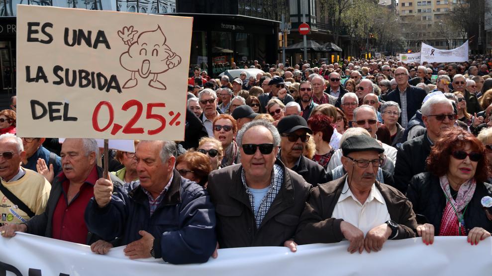 Los jubilados claman en Barcelona por un...