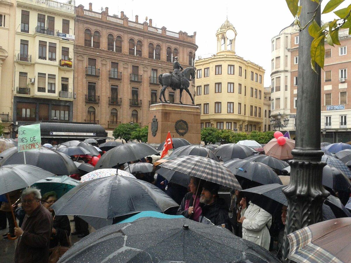 La lluvia en Córdoba no impide salir a la calle a reclamar #PensionesDignas #17MarzoVamos