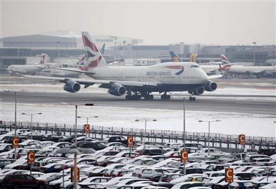New icy blast cancels over 100 flights at #London #Heathrow: https://t.co/3zWLUroWB5