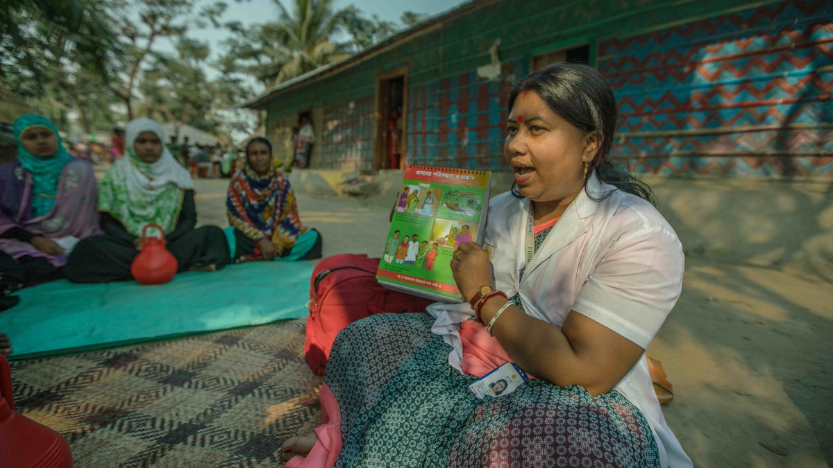 #WeekendRead: Shanta's mother always told her about her brother, who died at birth. Today, as a paramedic, she helps mothers give birth safely, so that no one else goes through the pain her mother experienced. https://t.co/uG9bYt2W39 #USAIDTransforms @USAIDBangladesh