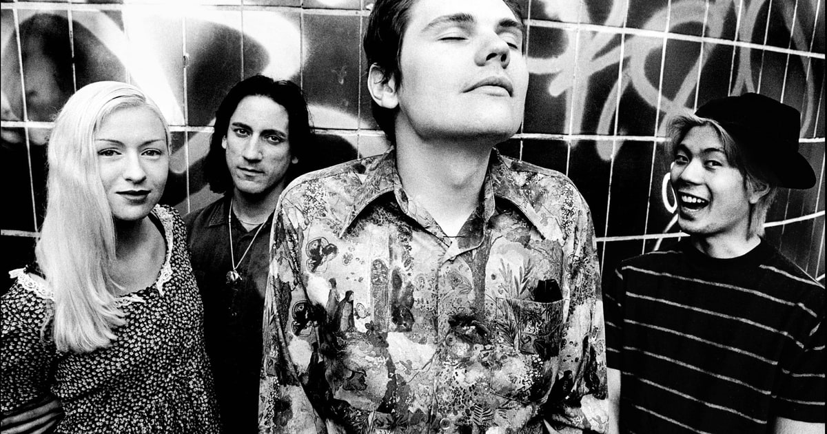 Happy birthday Billy Corgan! Look back at our 1994 cover story on the Smashing Pumpkins https://t.co/3o9aDT9rjx https://t.co/ujW8JkWqo1