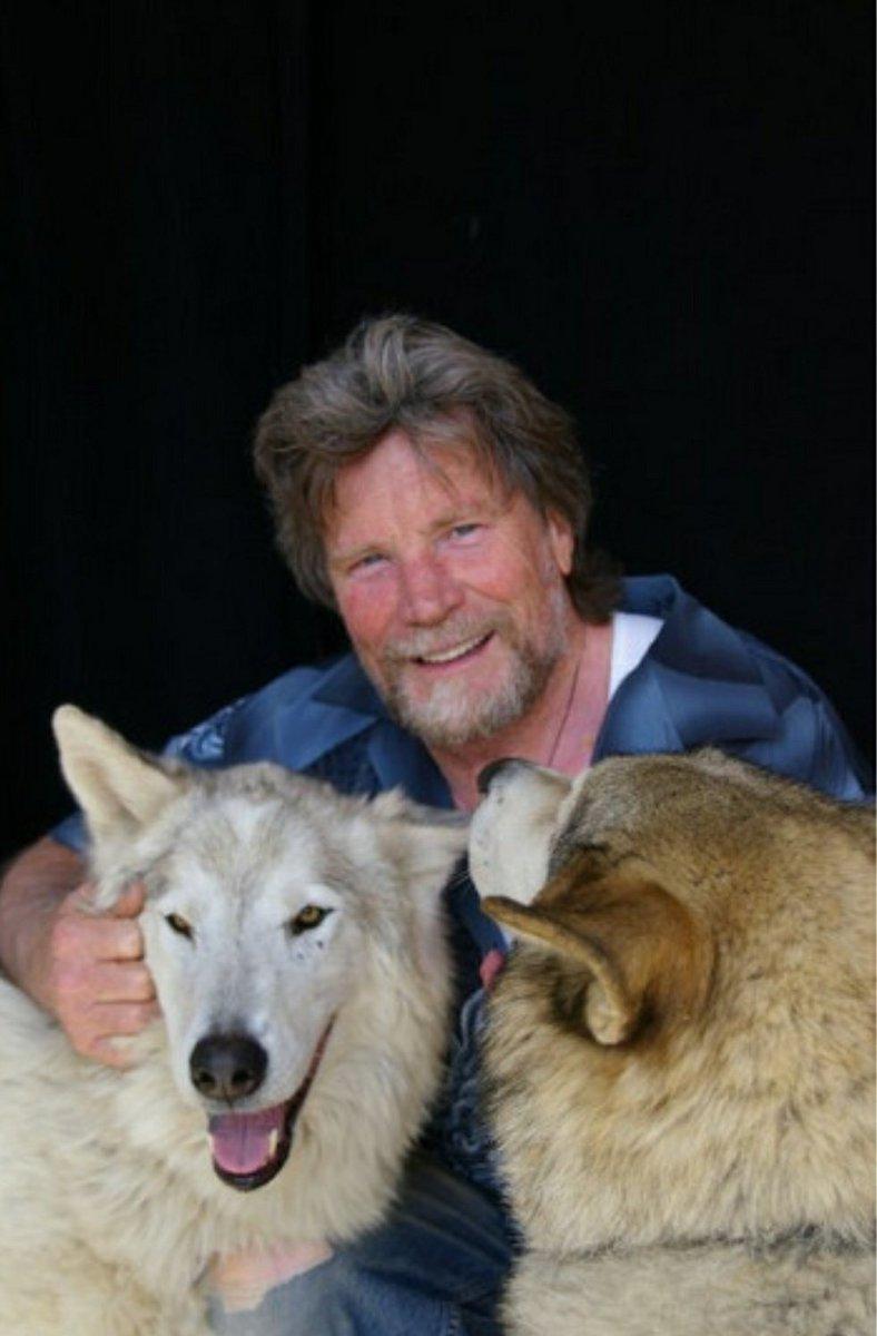 ベネット役、ヴァーノン・ウェルズさんは現在犬を愛するナイスミドルになってます #...