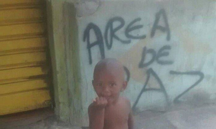 Mãe comprava algodão doce para menino quando ele foi baleado no Alemão. https://t.co/mqE4VKzwO3